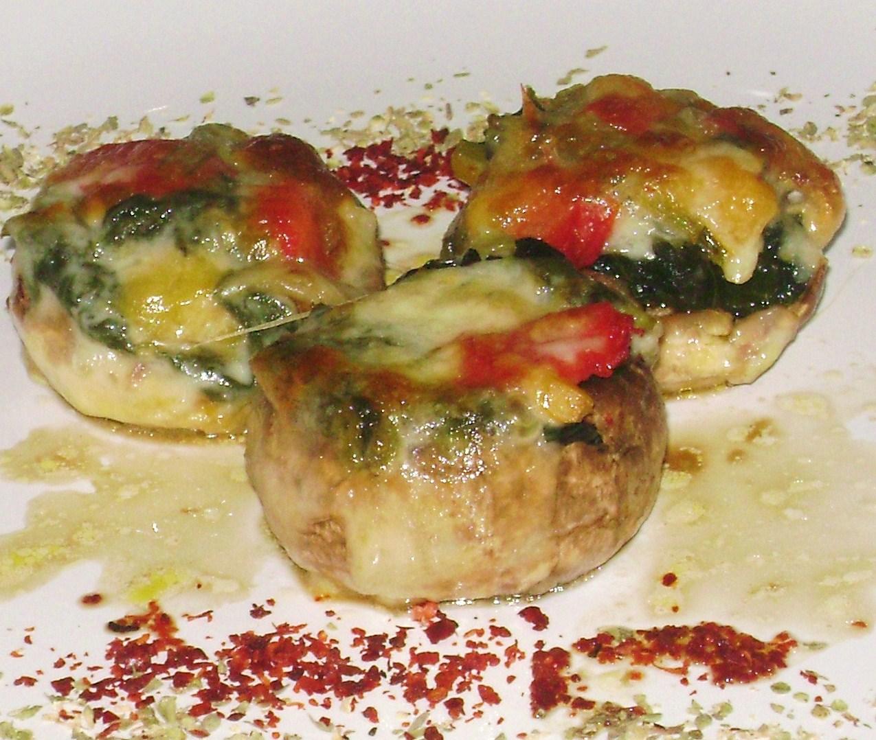 Tavuklu ıspanaklı mantar dolması tarifi