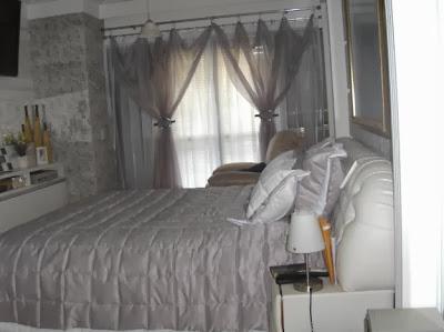 Quarto com cortinas
