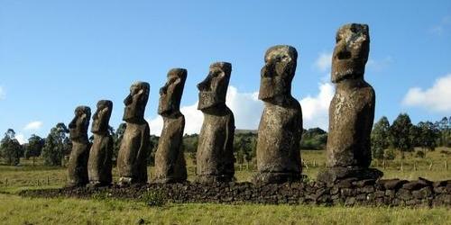http://2.bp.blogspot.com/-k7tzOAdFHns/T_jiNGzm4pI/AAAAAAAAFuY/BOcFd9pgwvY/s640/moai_ilha_de_pascoa.jpg
