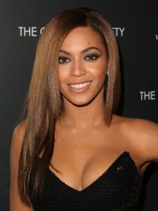 beyonces straight layered hairstyle
