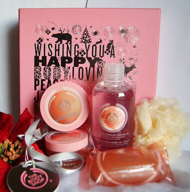 Pink Grapefruit Festive Pick Gift Set from The Body Shop, beauty, skincare, wash, lotion, scrub, christmas, ideas, shopping, toronto, ontario, canada, the purple scarf, melanie.ps