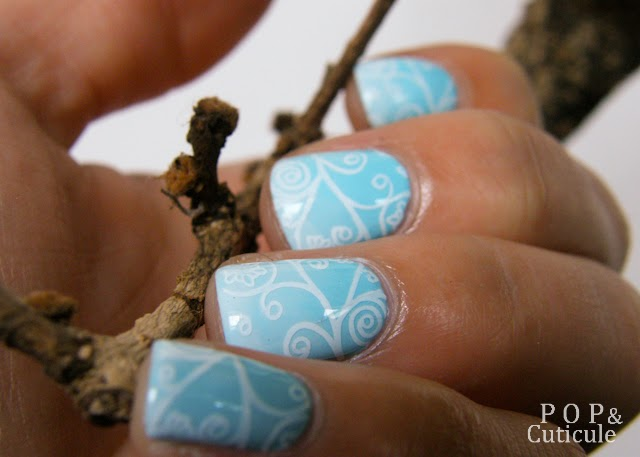 Pop'n Cuticule Nail art Winter is coming Hiver Dégradé Bleu ciel blanc