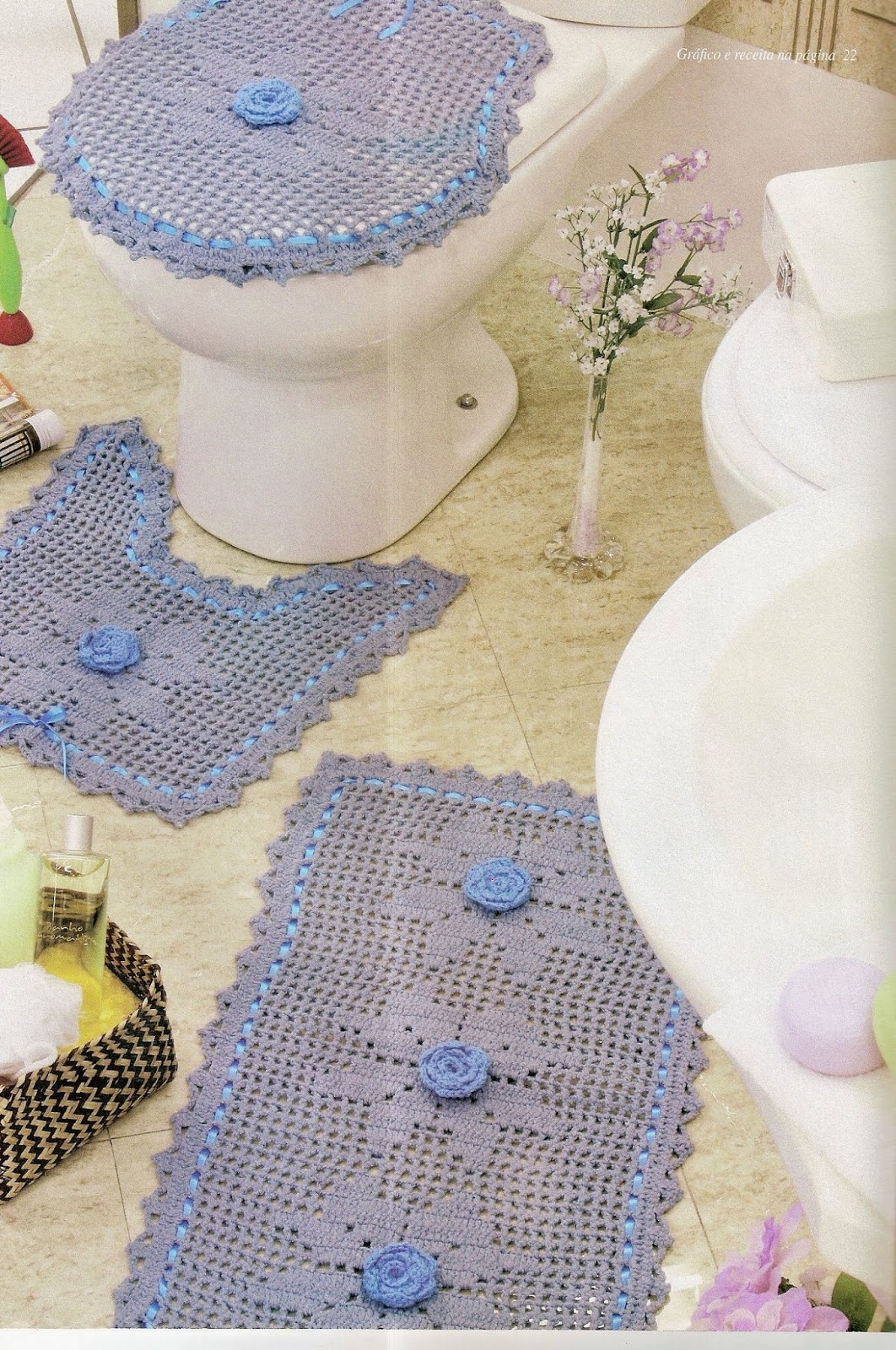 Croche com receita tapetes em croch banheiro azul com for Clases de tapetes