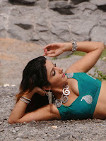 Sonia Mann sizzling pics from Dhee Ante Dee-cover-photo