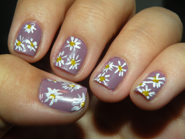 laura's nail art flower nails