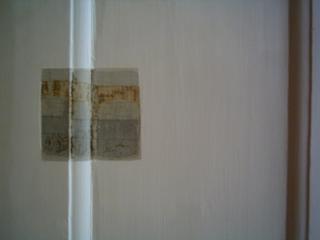 palet ved døren (palette at the door, palette à la porte, paleta en la puerta)