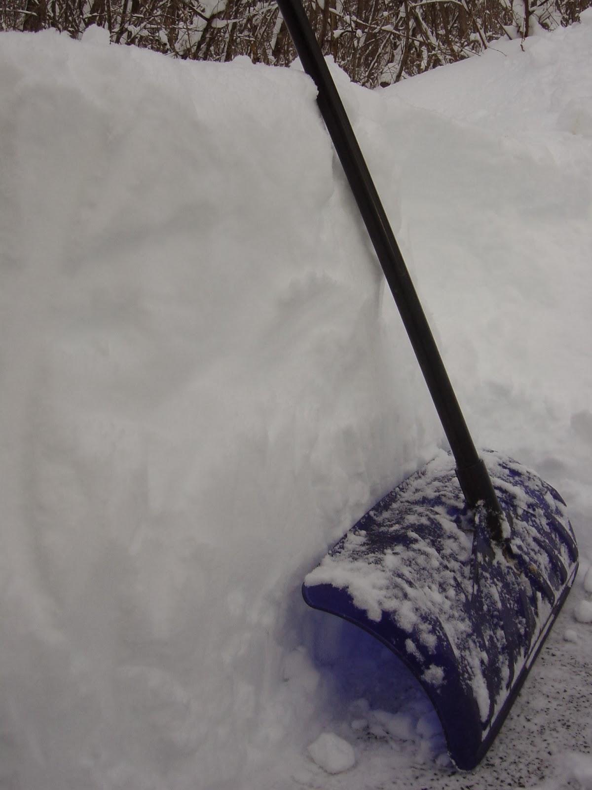 雪かきスコップ