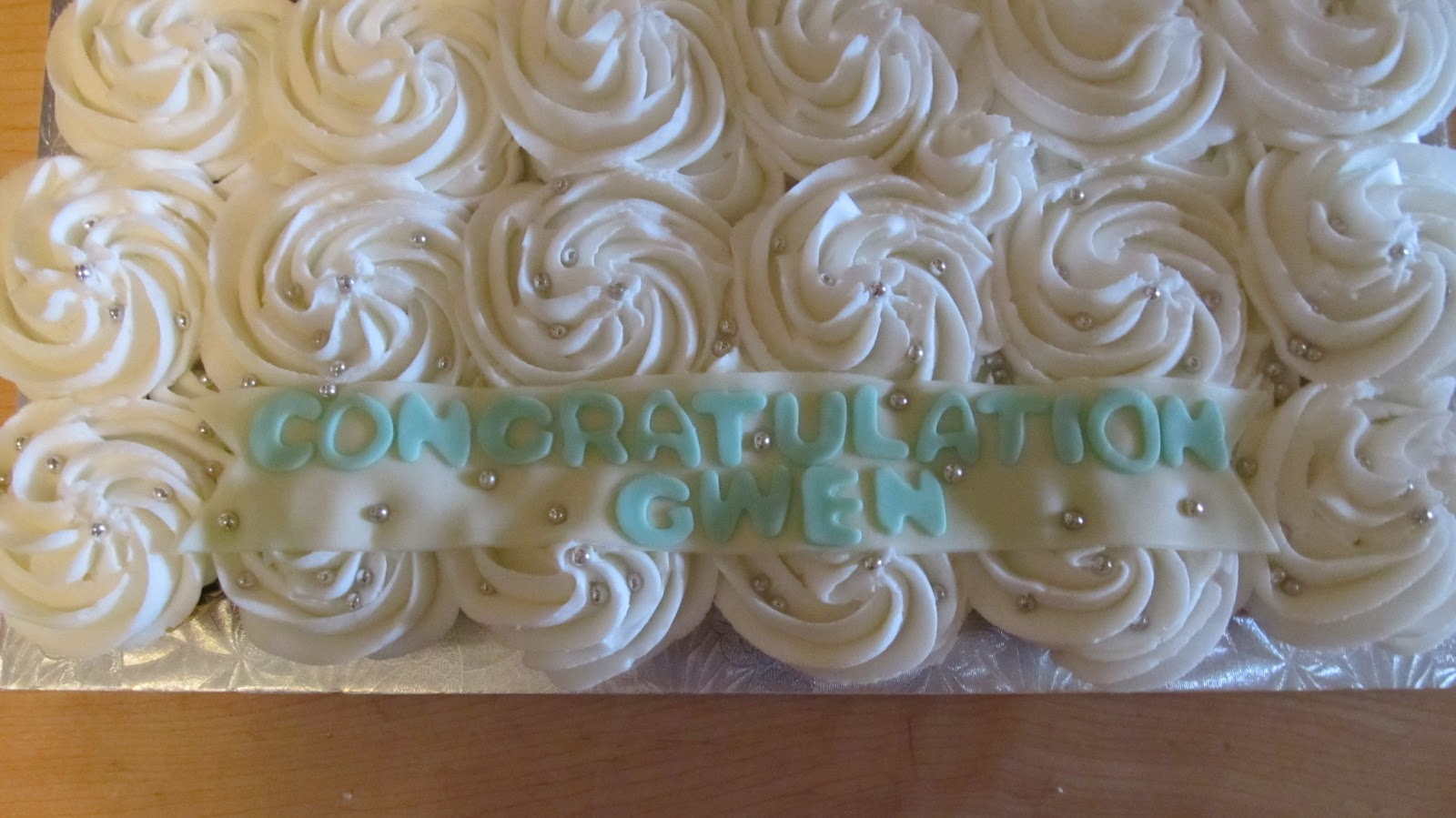 Cake Designs by Steph: Cupcake Wedding dress Cake!