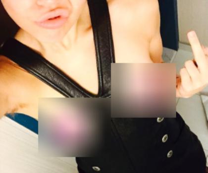 Foto Topless Miley Cyrus di Instagram