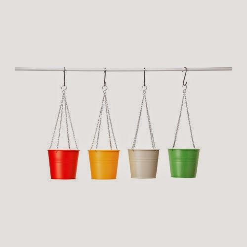 Macetas colgantes de colores de Ikea