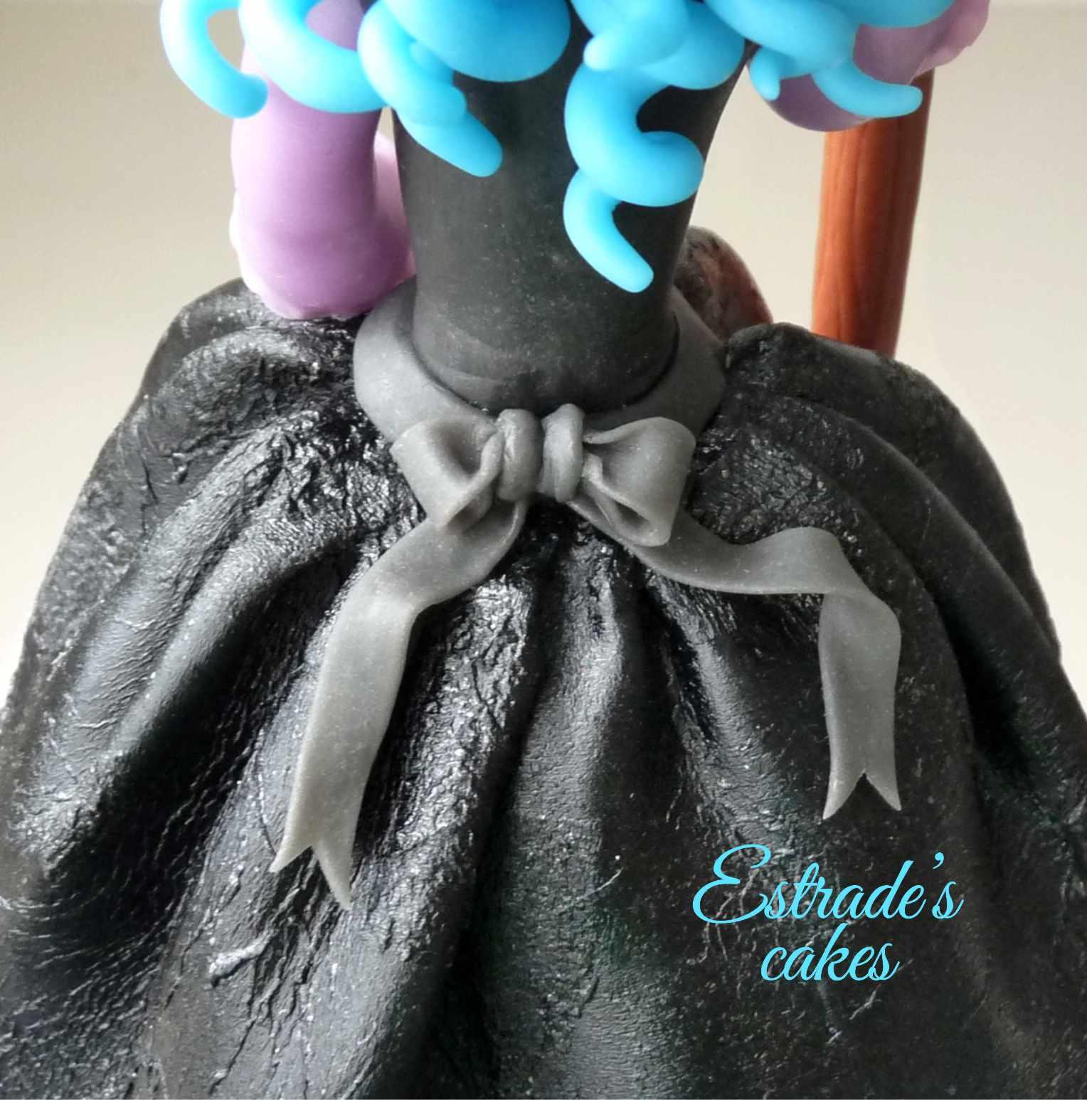 muñeca alta de brujita en porcelana fría - 4
