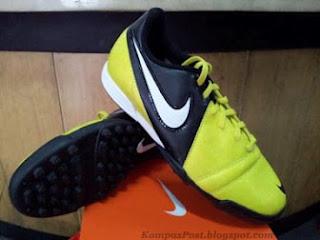 Sepatu Futsal Rumput Sintetik Nike CTR Enganche III Kuning Hitam Harga: Rp. 450.000
