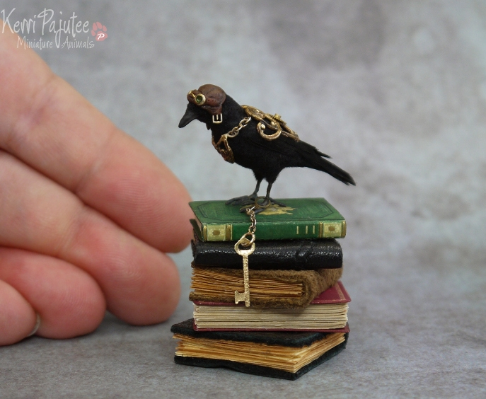22-Steampunk-Crow-Kerri-Pajutee-Miniature-Sculpture-that-look-Real-www-designstack-co