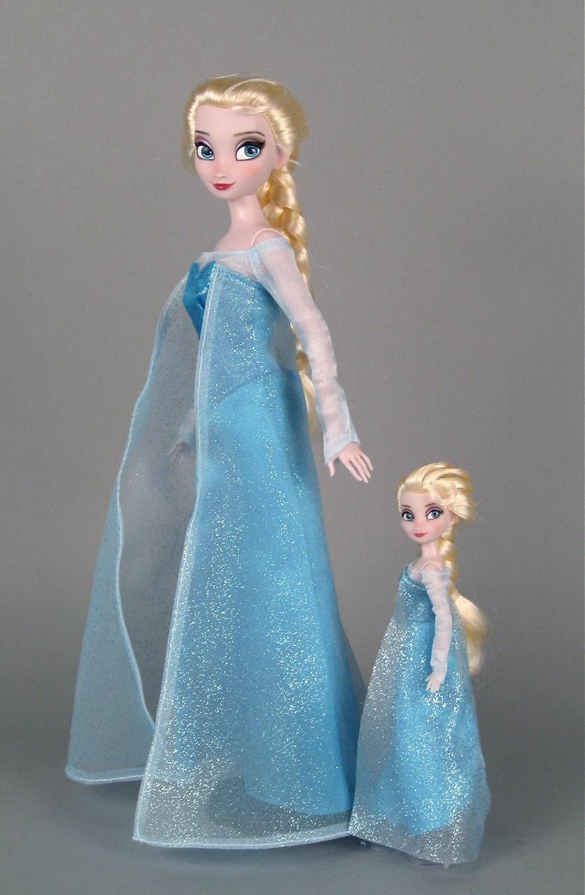 Small Toy Dolls : The elsa mini doll wardrobe set from disney store