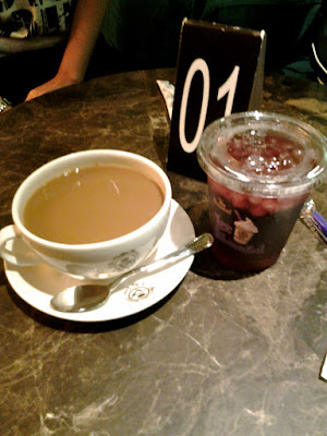 Morning coffee at Coffee Bean & Tea Leaf Singapore