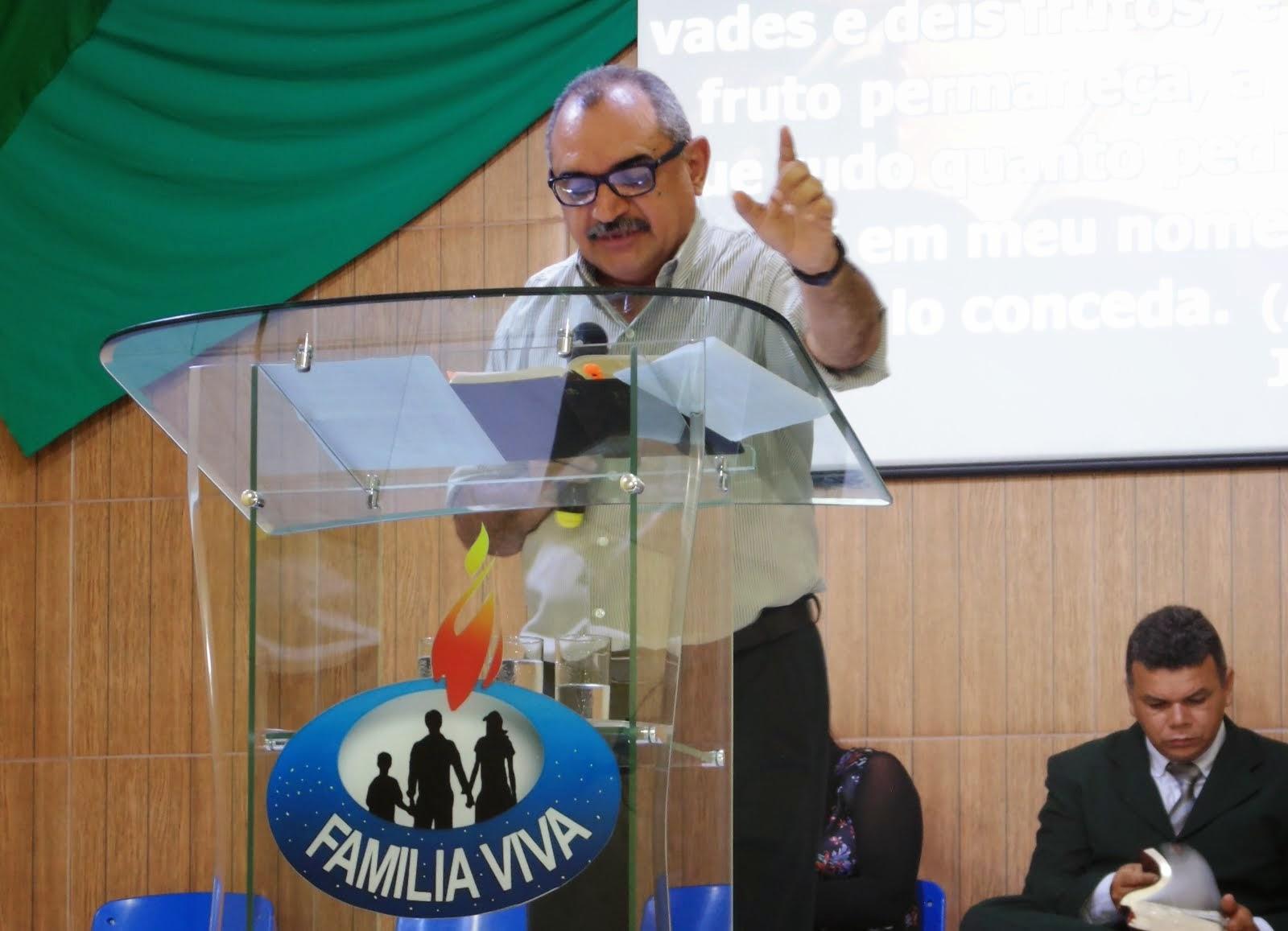 """MINISTRANDO SOBRE """"OS GLORIOSOS BENEFÍCIOS DA GRAÇA"""""""