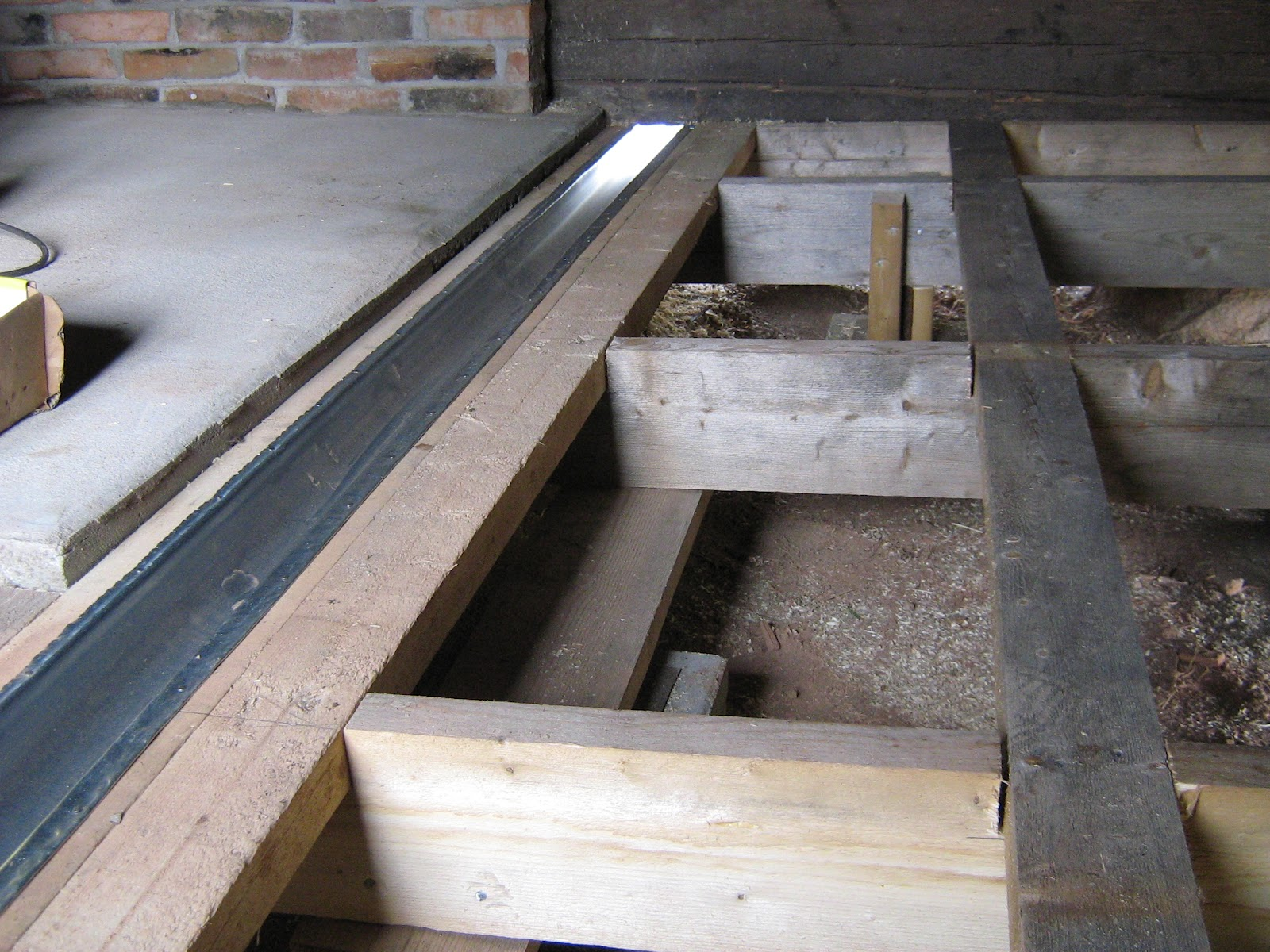Puusuutari Saunan puinen lattia