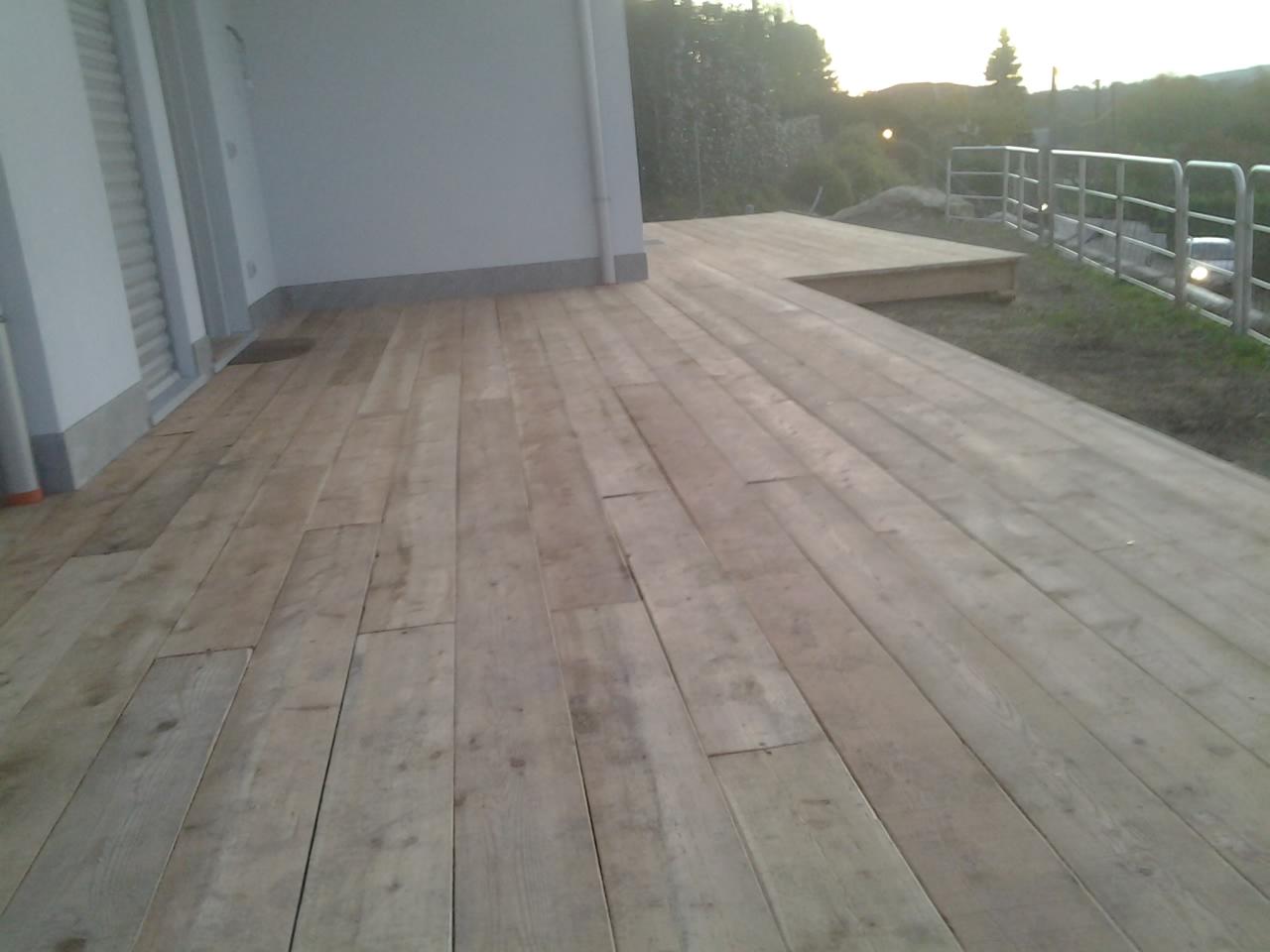 Pedane e marciapiedi esterni for Aprire il pavimento