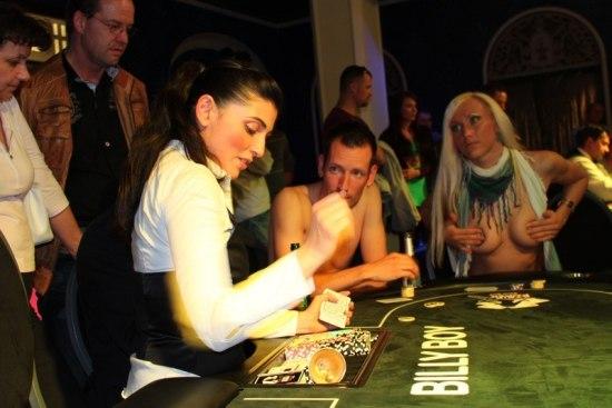 strip poker sex gasmaskenfetisch