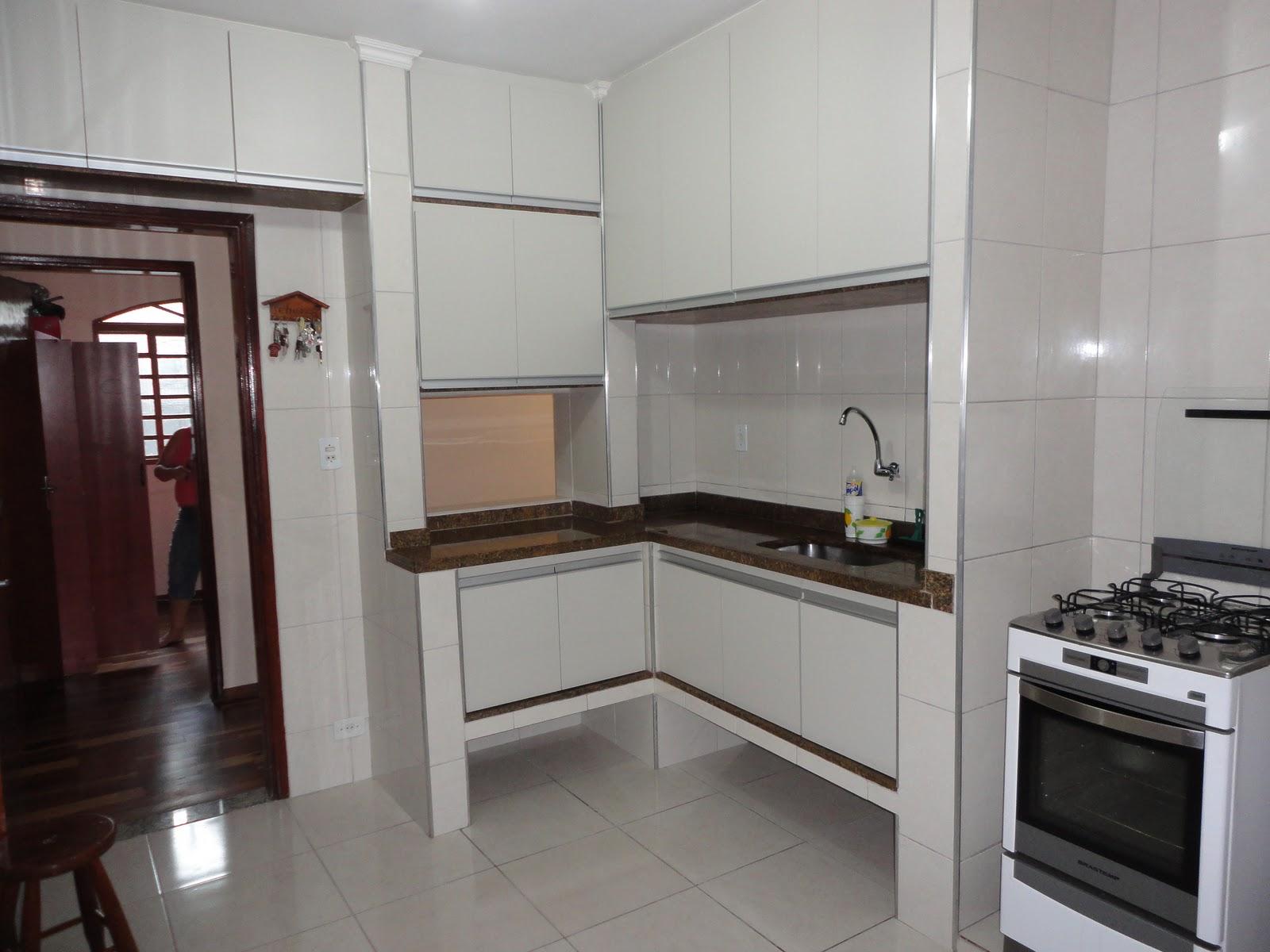 Móveis planejados garampo: cozinha planejada com puxador PERFIL cor  #2D2221 1600 1200