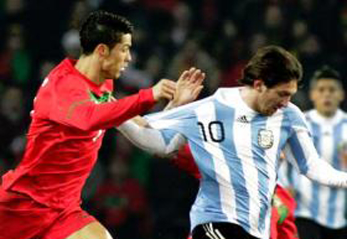 cristiano ronaldo vs messi fighting for ball wallpapers
