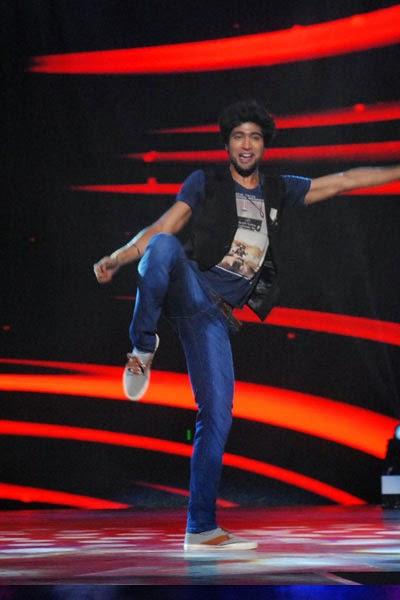 Skipper Sanam Johar performing his dance steps in DID Li'l Masters Season 3