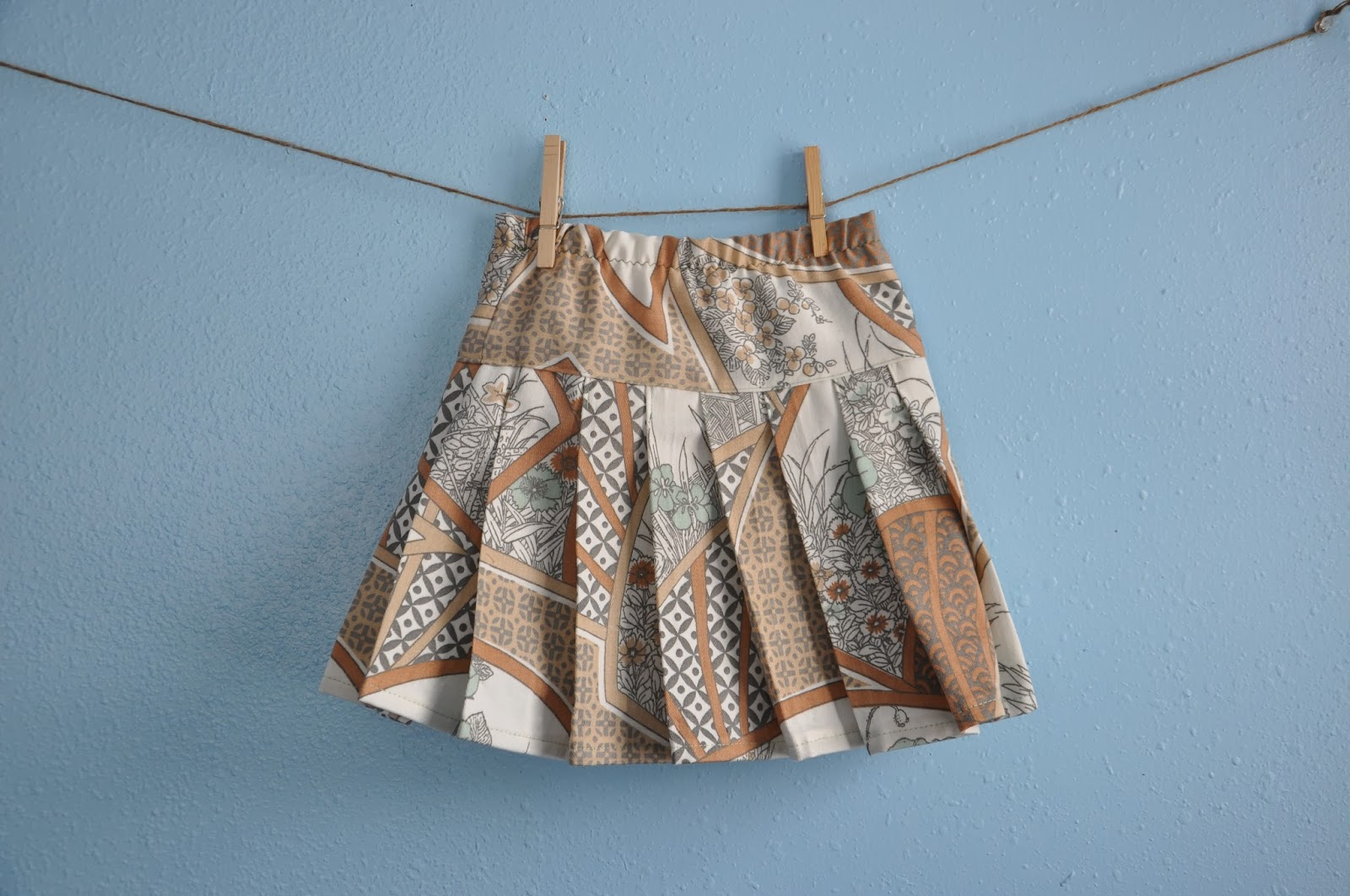 http://www.thelifeofacompulsivecrafter.blogspot.com/2014/02/the-betty-skirt-by-shaffer-sisters.html