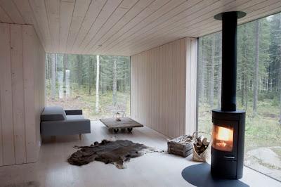 Interior de casa en el bosque