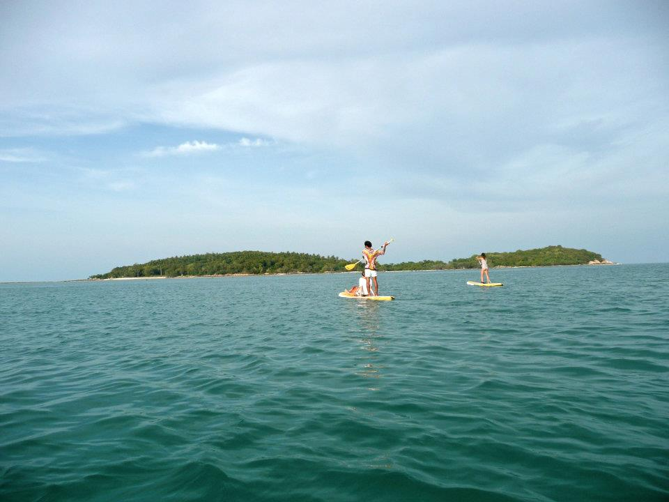 Romantic things to do on Koh Samui, hire a Stand Up Paddleboard, Paddle at sunset, beautiful view, stunning, paddle to Koh Matlang, Chaweng Beach