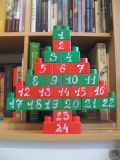 Мързелив календар от кубчета