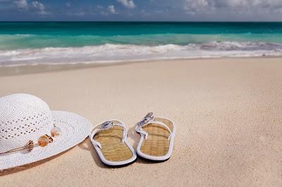 http://pixabay.com/en/accessories-beach-blue-feminine-84528/
