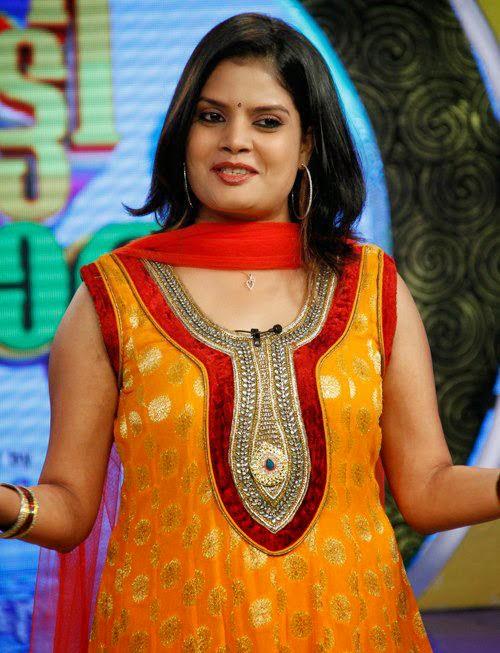 Subi Suresh Kutty Pattalam Anchor Hot S