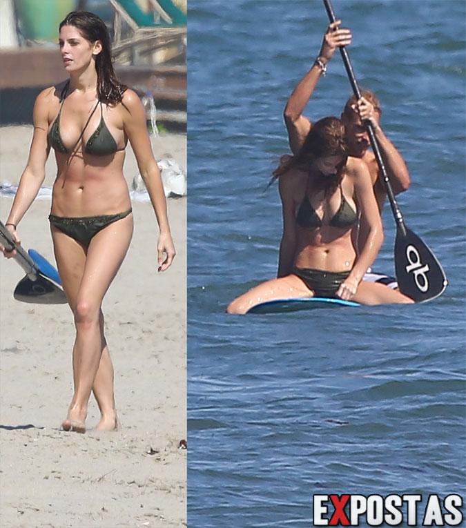 Ashley Greene de biquíni em praia de Malibu - 12 de Agosto de 2012