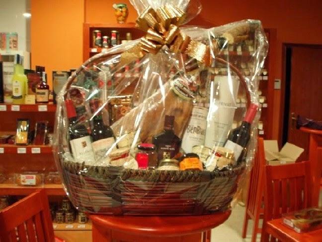 Cester a y mimbre cestas de mimbre para lotes de navidad - Como adornar una cesta de mimbre ...