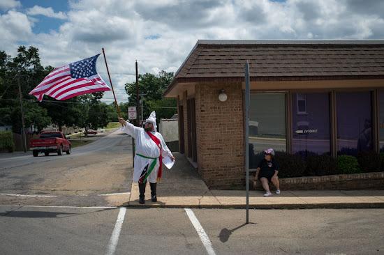 Un día en la vida del Ku Klux Klan, sin censura
