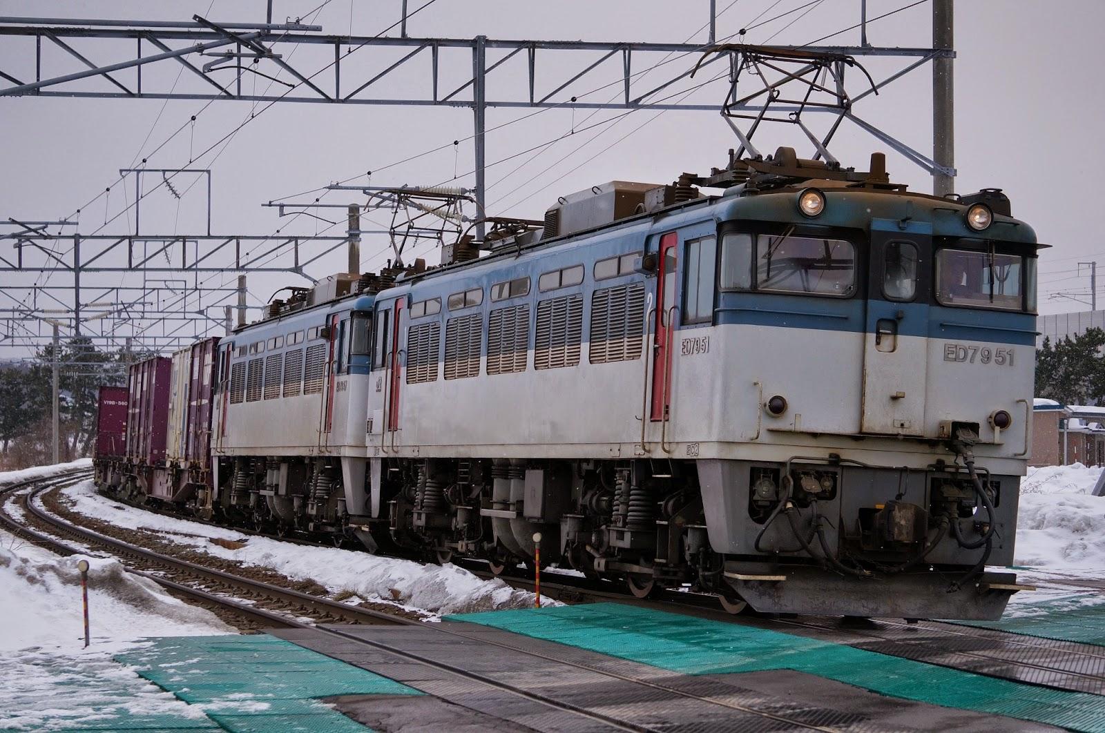 JR津軽海峡線を走るED79形電気機関車