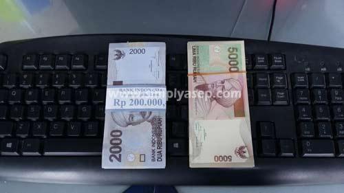 Pecahan uang 2000 dan 5000.  Foto Asep Haryono