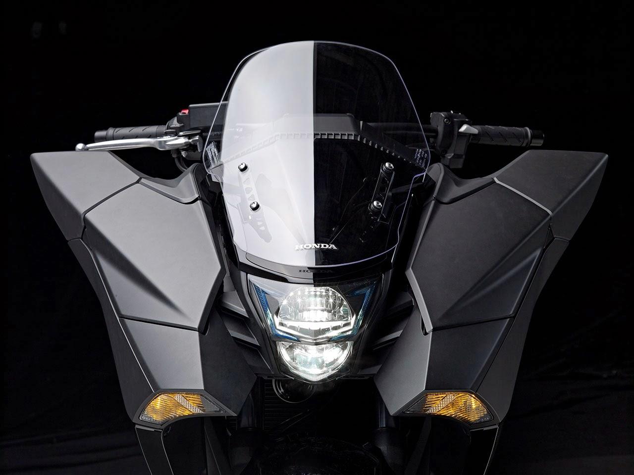Honda NM4 Vultus front