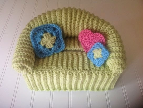 https://www.etsy.com/listing/161865955/fun-retro-doll-sofa-crochet-tissue-box?ref=favs_view_5
