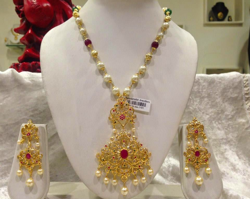 Jewellery Designs : Uncut Diamond Pendent Set with Pearls Bead Chain