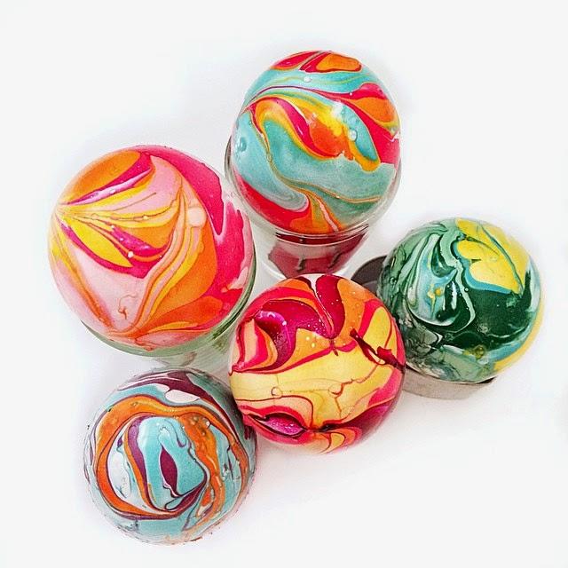 nail polish marble easter eggs- so cool!