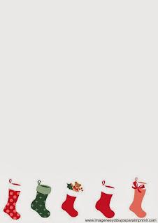 calcetines de regalos en folio de navidad
