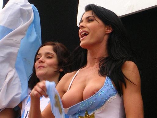 munmun sen big boobs image
