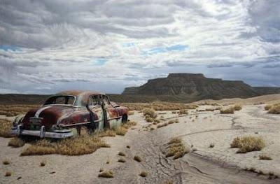 paisaje-desierto-con-carro