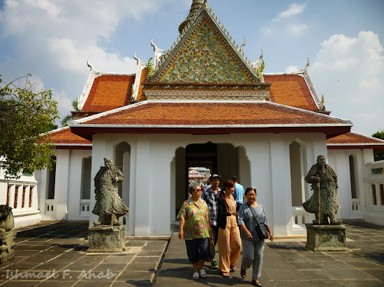Tourists of Wat Arun