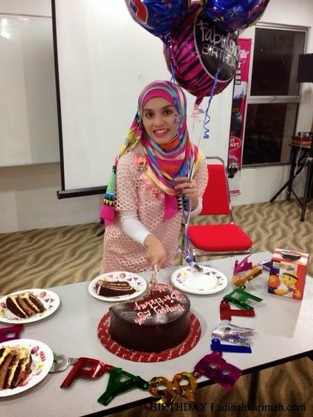 Adibah Karimah potong kek harijadi ke 28