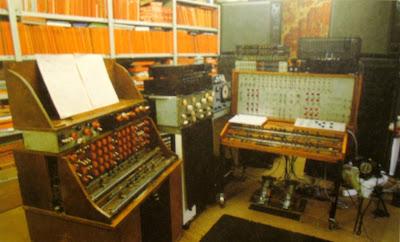 El Mixturtrautonium de válvulas de 1952 y el transistorizado de 1988 en el estudio de Oskar Sala en Berlín.