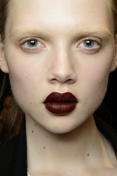 beauty_trends_gothic_look_lips_deep_red