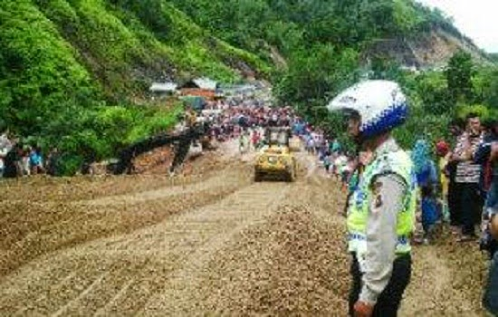 Pagi Ini Jalur Sumbar Riau Bisa Dilalui Roda 4