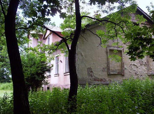 Dwór w Giełzowie. Widok od strony wschodniej.